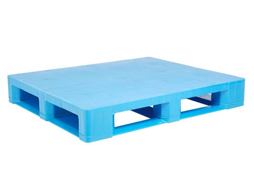 Top of the LogisticX 12-10 semi-hygiene plastic pallet.